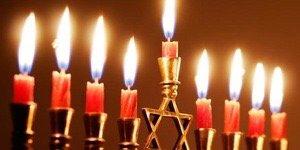 A Chanuka gli ebrei festeggiano la vittoria della luce sul buio, del bene sul male. Nonostante tutto.