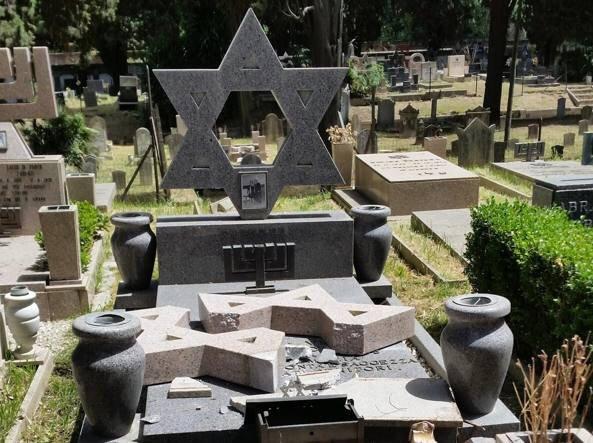 I ragazzi che devastano le tombe nel cimitero ebraico come testimoni del nostro tempo