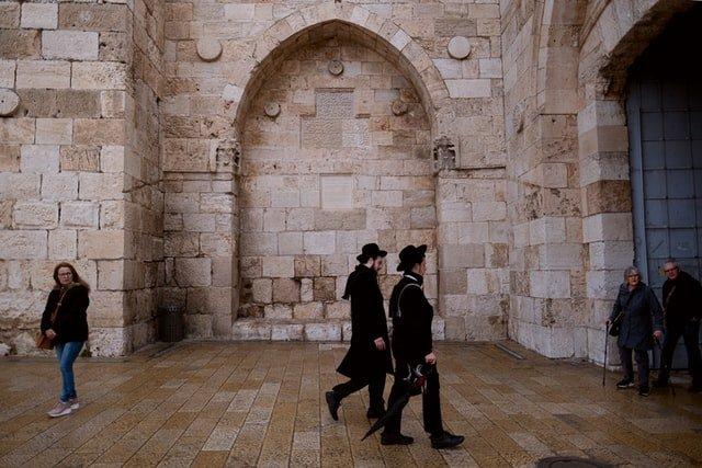 Vi siete mai chiesti come sia possibile che gli ebrei siano ancora qui a dare fastidio al mondo?